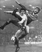 1977/78 Woelk im Zweikampf